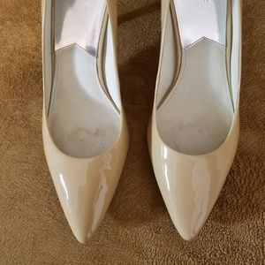 Michael Kors Shoes - Michael Kors Buff Patent Leather Pumps Heels sz 11